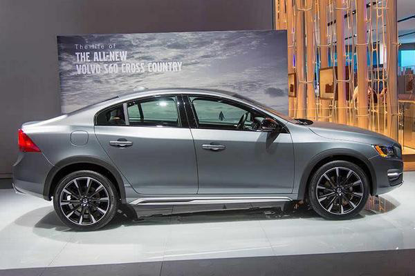 Volvo S60 Cross Country - Фото 3